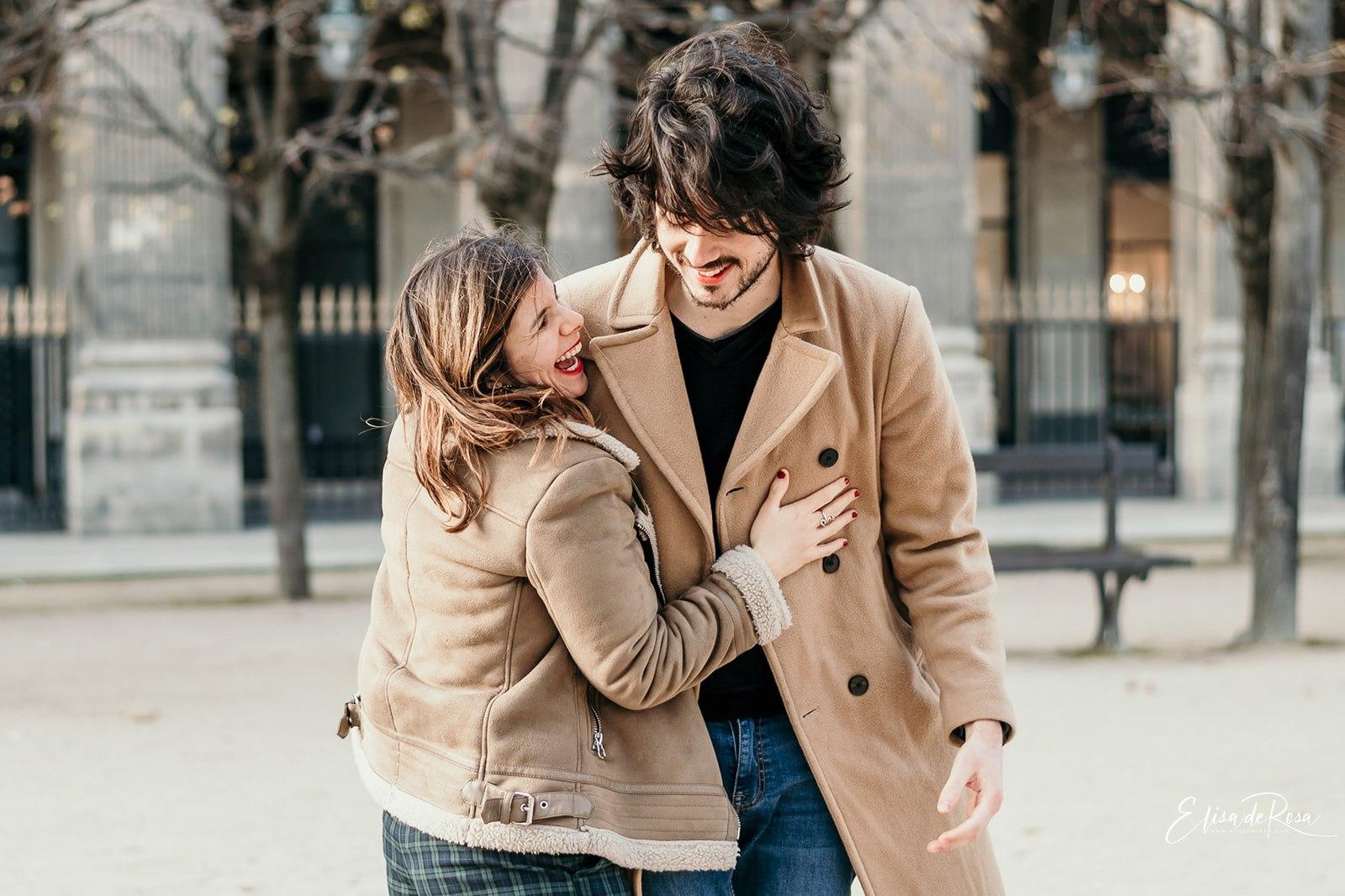 Séance couple en extérieur à Paris